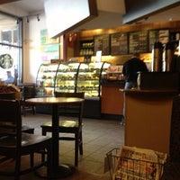Das Foto wurde bei Starbucks von Uluk K. am 7/13/2013 aufgenommen