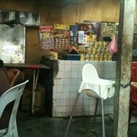 Photo taken at Kedai makan Abg Latip & Kak Na,Langkap by Kerox A. on 10/27/2012
