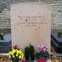 Das Foto wurde bei Tombe de Jean Paul Sartre & Simone de Beauvoir von Rudi A. am 11/24/2012 aufgenommen