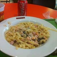 Photo taken at Spoleto Culinária Italiana by Zizi G. on 11/18/2012