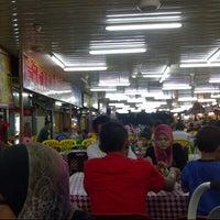 Photo taken at Taiping Bomba Yong Tau Foo by Khairuddin @. on 12/8/2012