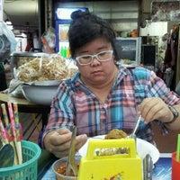 Photo taken at อาหารตามสั่ง กระเพราเทพเจ้า อินทามระ 45 by Unchalee I. on 1/4/2012