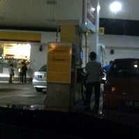 Photo taken at Shell, Pekan Gemenceh by Rizal on 8/11/2013