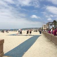 Foto tirada no(a) Mission Beach por Priya Y. em 8/27/2016