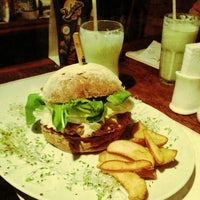 รูปภาพถ่ายที่ Big Kahuna Burger โดย Ricardo D. เมื่อ 6/22/2013