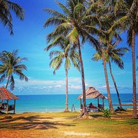 Photo taken at Chaweng Beach by Tanullya Z. on 4/29/2013