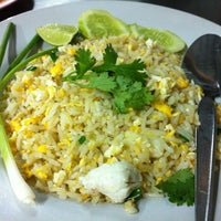 Photo taken at Mueang Thong Crab-meat Fried Rice 1 by Rein D. on 12/25/2012