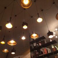 11/29/2013 tarihinde Berke H.ziyaretçi tarafından Tasarım Bookshop Cafe'de çekilen fotoğraf