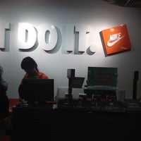 Photo taken at Nike factory store by Félix R. on 1/12/2014