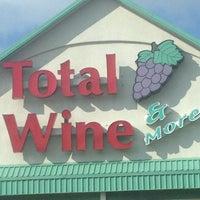 Photo prise au Total Wine & More par Blondie S. le6/8/2013