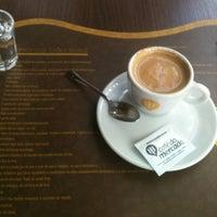 Foto tirada no(a) Grão Brasil Café por Diego R. em 11/20/2012