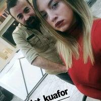 Photo prise au Ali Polat Saç Tasarım ve Güzellik Salonu par Dilara Melis A. le1/28/2017