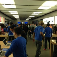 Photo taken at Apple Houston Galleria by Jason P. on 3/3/2013