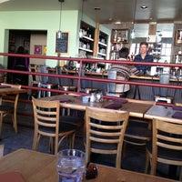 3/3/2013 tarihinde Eric Scott T.ziyaretçi tarafından Cafe Flora'de çekilen fotoğraf