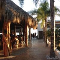 Foto tomada en El palmar Beach Restaurant por Josana S. el 11/18/2012