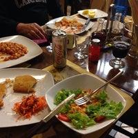 Photo taken at Pizzeria La Perla by Guilherme T. on 9/23/2014