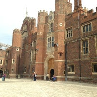 4/24/2013 tarihinde Juli F.ziyaretçi tarafından Hampton Court Palace'de çekilen fotoğraf