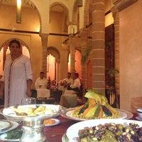Photo prise au Restaurant Le Ziryab par Maha M. le8/22/2013