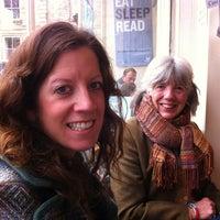 Das Foto wurde bei Jaffe & Neale Bookshop & Cafe von Tim C. am 11/17/2012 aufgenommen