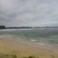 Foto tirada no(a) pantai kondang merak por Rio M. em 10/16/2013