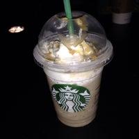 Снимок сделан в Starbucks пользователем Noe P 9/24/2013