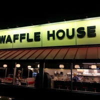 Photo taken at Waffle House by Derrick P. on 5/30/2013