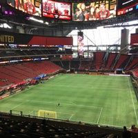 Foto tirada no(a) Mercedes-Benz Stadium por The Foodie ATL em 9/24/2017