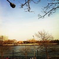 Foto tirada no(a) John Jay Park por Lana V. em 4/8/2013