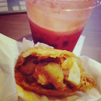 Photo taken at 佳美甜品小吃 Dessert House by Addy T. on 8/23/2013