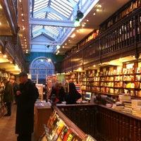 Foto tomada en Daunt Books por Jeremy R. el 12/15/2012