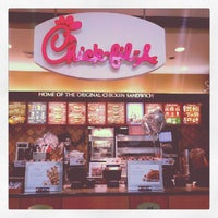 Photo taken at Chick-fil-A by Marvin L. R. on 9/24/2012