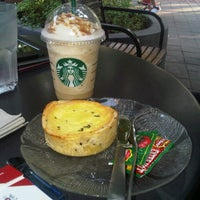 Photo taken at Starbucks by Chelly ✌. on 10/13/2012