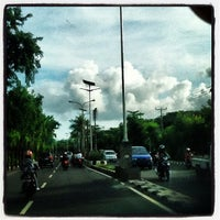 Photo taken at Jalan By Pass Ngurah Rai by Chelly ✌. on 12/18/2012