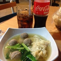Photo taken at Bakmi Japos, Patal Senayan by Sylvia A. on 9/12/2015