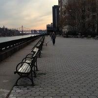 Foto tomada en Carl Schurz Park por Albert A. el 11/15/2012