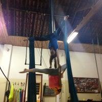 Foto tirada no(a) Porto Das Artes - Circo Dança por Geysi G. em 8/26/2013