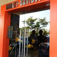 10/16/2012 tarihinde Queen J.ziyaretçi tarafından Mabua Motor'de çekilen fotoğraf