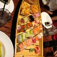Photo prise au Tasu Asian Bistro Sushi & Bar par Starfish J. le6/14/2013
