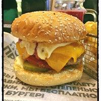 6/21/2018 tarihinde Kristina A.ziyaretçi tarafından Burger Heroes'de çekilen fotoğraf