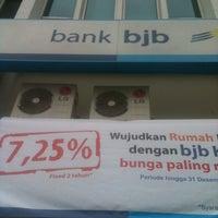 Photo taken at Bank bjb Kcp-Kamal by Ardi N. on 4/11/2013