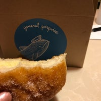 6/17/2017 tarihinde arupusuziyaretçi tarafından General Porpoise Coffee & Doughnuts'de çekilen fotoğraf