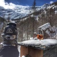 Das Foto wurde bei Bergrestaurant Gletschergrotte von Triinu K. am 2/28/2015 aufgenommen