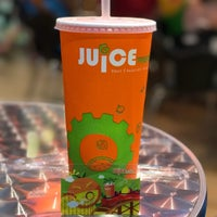 Photo taken at Juice Works by Chuah San Ling on 4/23/2017