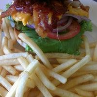 รูปภาพถ่ายที่ The Trails Neighborhood Eatery โดย Jeanne D. เมื่อ 7/15/2013