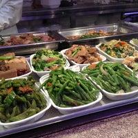 12/24/2013にTay I.がDeluxe Food Market 德昌食品市場で撮った写真