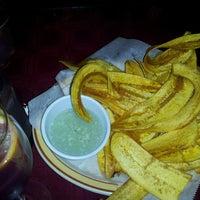 Foto tomada en Rolando's Cuban Restaurant por Lonnie T. el 12/24/2013