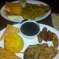 Foto tomada en Zaza New Cuban Diner por Lonnie T. el 5/3/2013
