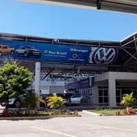 Photo taken at Pau Brasil - Concessionária Volkswagen by Júnior on 7/20/2013