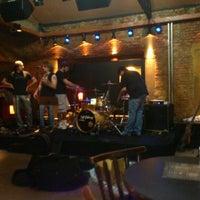 Foto tirada no(a) Buxixo Rock Bar por Jhemis D. em 9/24/2011