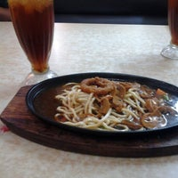 Photo taken at Hotplate Express by Witha T. on 12/31/2012